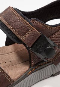 Clarks - TREK PART - Sandalias de senderismo - dark tan - 5
