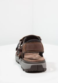 Clarks - TREK PART - Sandalias de senderismo - dark tan - 3