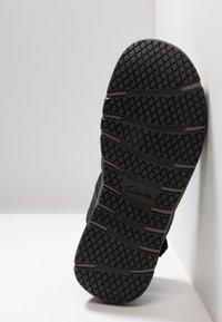 Clarks - BRIXBY COVE - Sandaalit nilkkaremmillä - black - 4