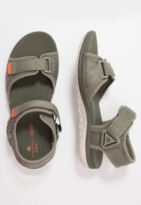 Clarks - STEP BEAT SUN - Chodecké sandály - dusty olive - 1