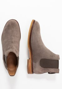 Clarks - CLARKDALE GOBI - Classic ankle boots - taupe - 1