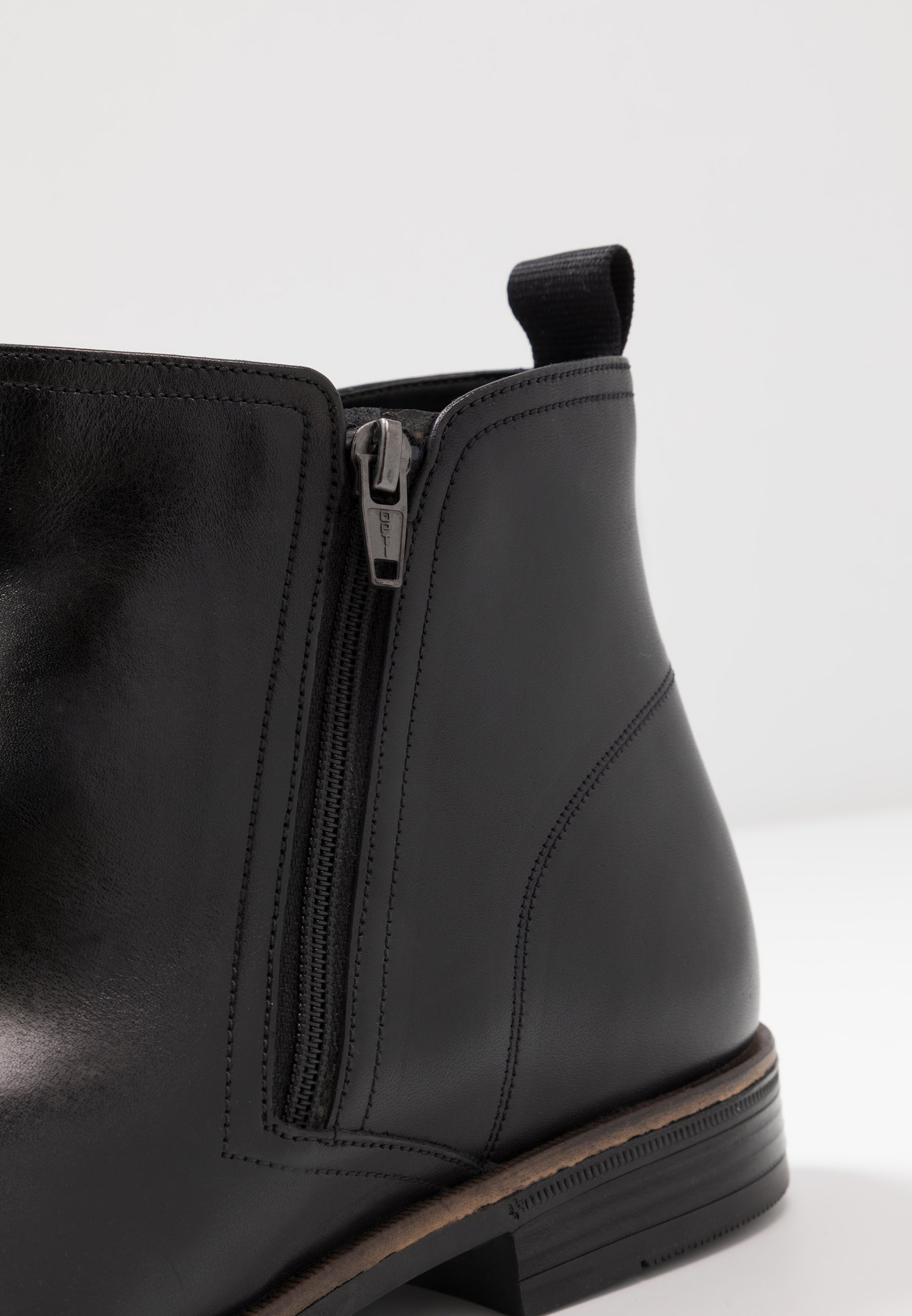 Clarks Stanford Zip - Classic Ankle Boots Black