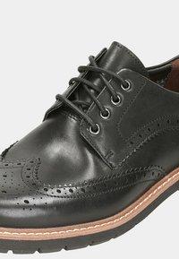 Clarks - BATCOMBE WING - Lace-ups - cuir noir - 5