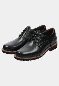Clarks - BATCOMBE HALL - Casual lace-ups - black - 4