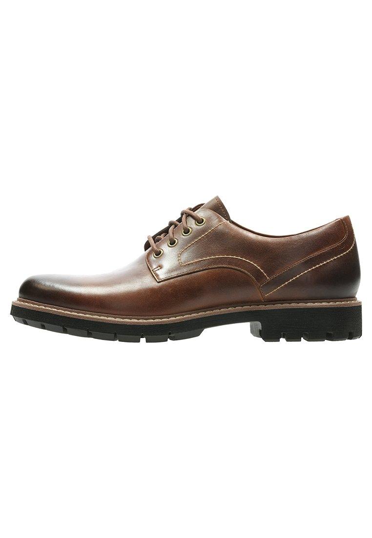 Zapatos Gore Tex hombre CalzaClarks. Calza más barato.