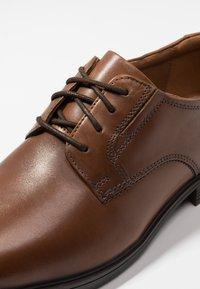 Clarks - TILDEN PLAIN - Smart lace-ups - dark tan - 5