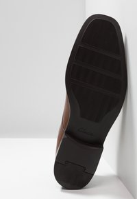 Clarks - TILDEN PLAIN - Smart lace-ups - dark tan - 4