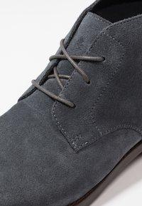 Clarks - FLOW TOP - Zapatos de vestir - navy - 5
