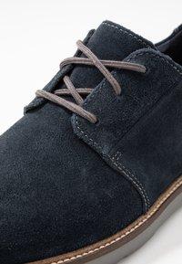 Clarks - GRANDIN PLAIN - Chaussures à lacets - navy - 5