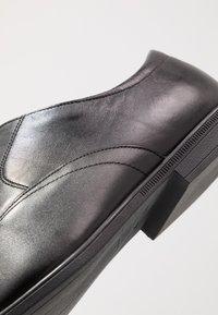 Clarks - Stringate eleganti - black - 5