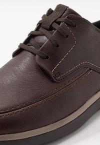 Clarks - GARRATT STREET - Casual lace-ups - mahogany - 5