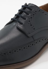 Clarks - STANFORD LIMIT - Smart lace-ups - navy - 5