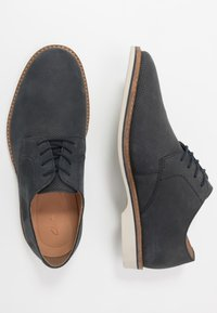 Clarks - ATTICUS LACE - Lace-ups - navy - 1