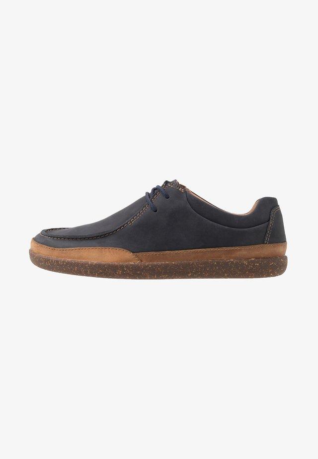 UN LISBON WALK - Volnočasové šněrovací boty - navy