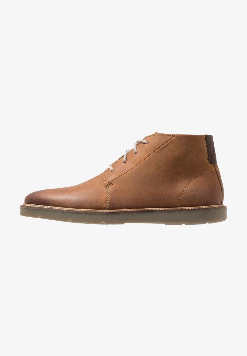 Clarks - GRANDIN MID - Sznurowane obuwie sportowe - cuir brun foncé