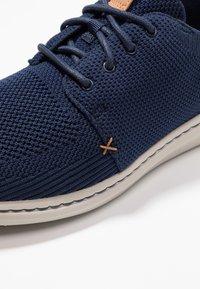Clarks - STEP URBAN MIX - Zapatillas - navy - 5