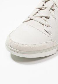 Clarks - TRIVERVE LACE - Baskets basses - white - 5