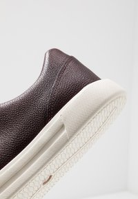 Clarks - UN COSTA LACE - Joggesko - ox-blood - 5