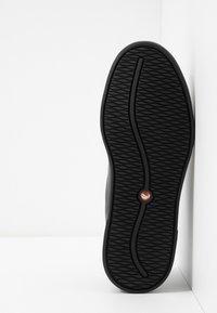 Clarks - UN COSTA LACE - Sneakers laag - black - 4