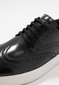 Clarks - HERO LIMIT - Casual lace-ups - black - 5