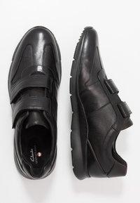 Clarks - UN TYNAMO TURN - Sneakers basse - black - 1
