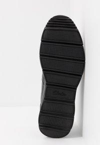 Clarks - UN TYNAMO TURN - Sneakers basse - black - 4