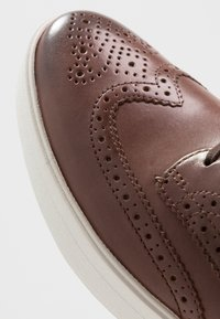 Clarks - HERO LIMIT - Casual lace-ups - british tan - 5