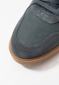 Clarks - HERO JUMP - Trainers - blue - 5