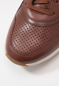 Clarks - SIFT SPEED - Trainers - british tan - 5