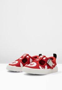 Disney Clarks - MINNIE MOUSE CITY POLKA - Zapatos de bebé - red - 3