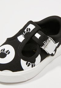 Disney Clarks - MINNIE MOUSE CITY POLKA - Zapatos de bebé - black combi - 2