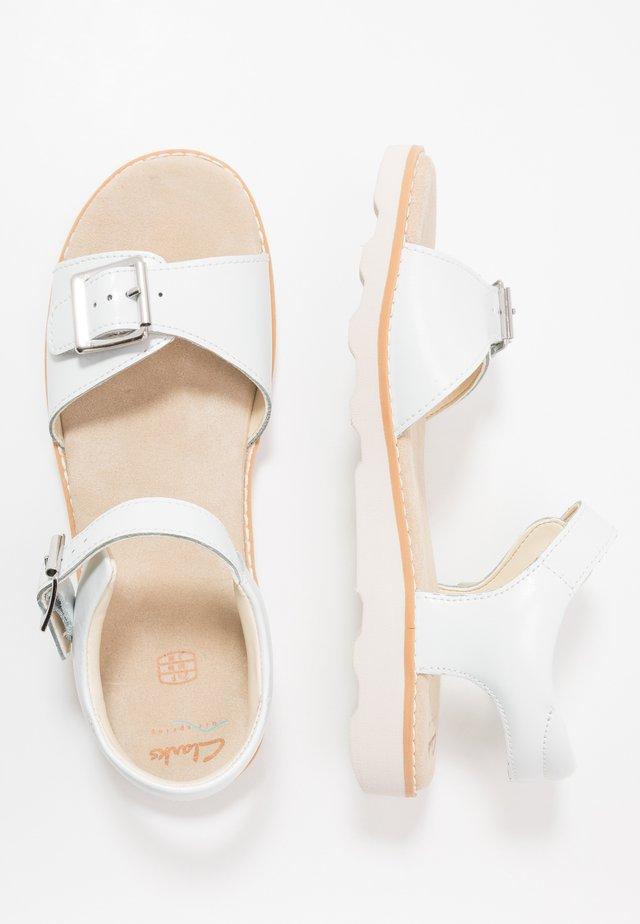 CROWN BLOOM - Sandalias - white