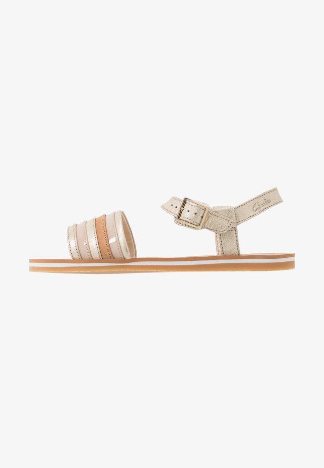 FINCH STRIDE - Sandales - metallic