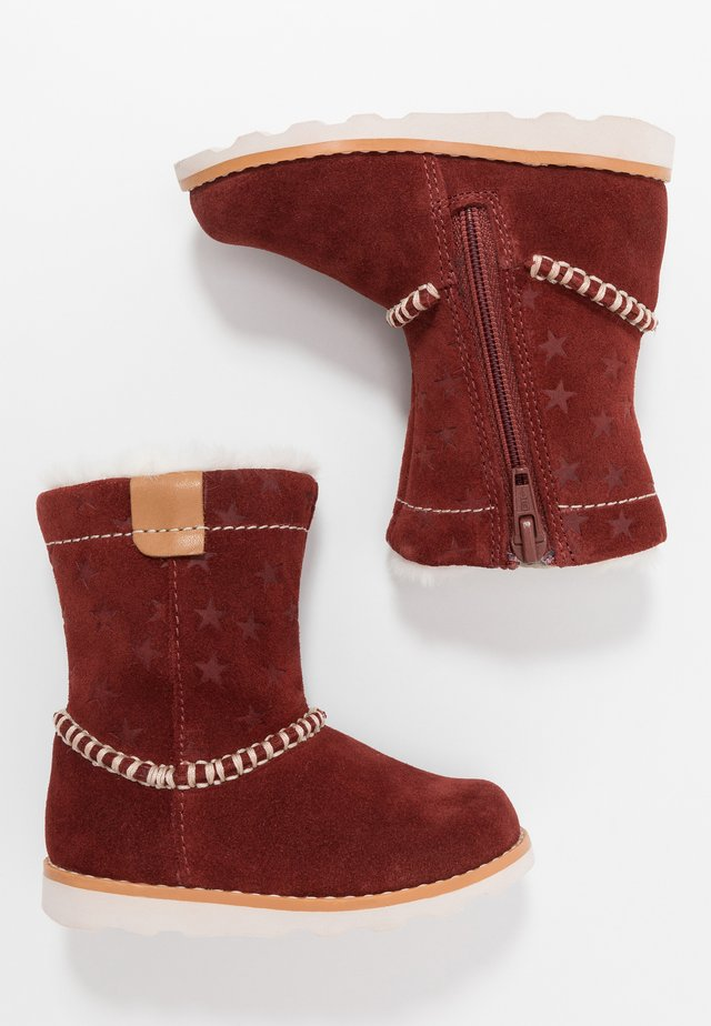 CROWN PIPER - Botines - dark red