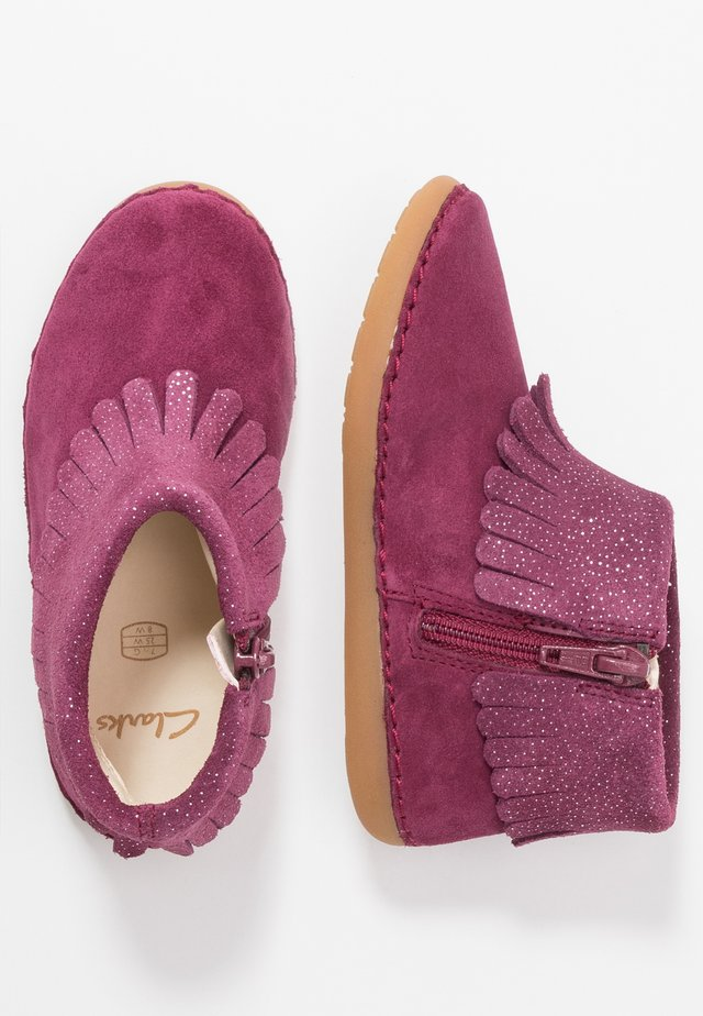 SKYLARK FORM - Zapatos de bebé - plum interest