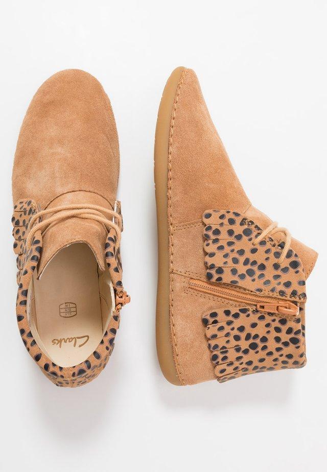 SKYLARK FORM  - Zapatos con cordones - beige