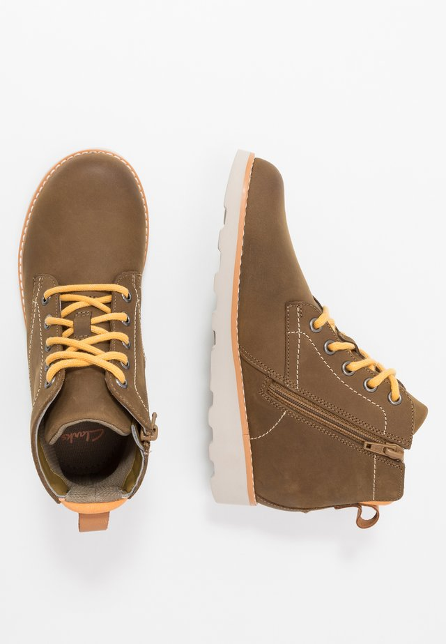 CROWN HIKE - Botines con cordones - tan