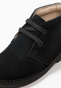 Clarks - DESERT BOOT - Casual lace-ups - black - 2