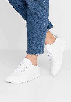 ALLEN - Trainers - white/silver