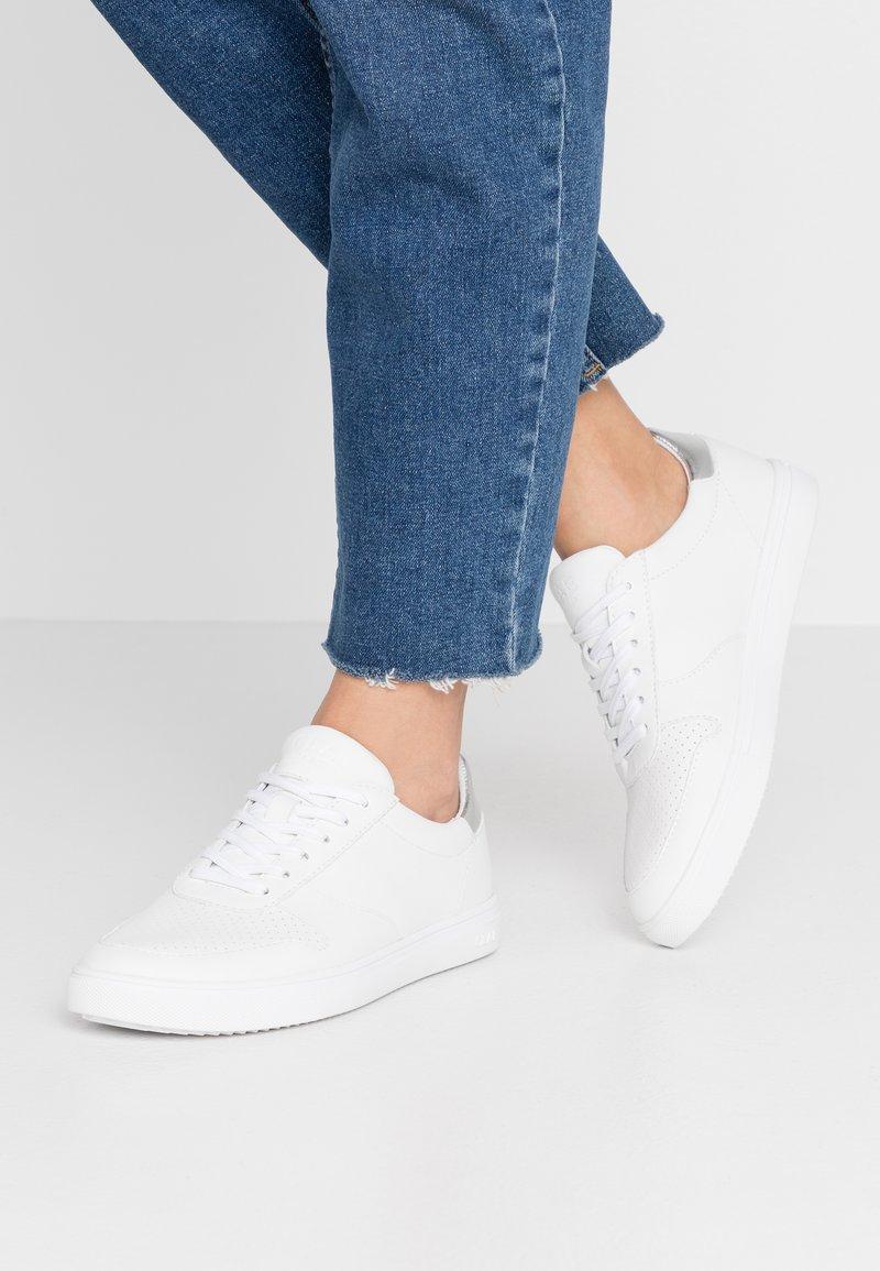 Clae - ALLEN - Trainers - white/silver