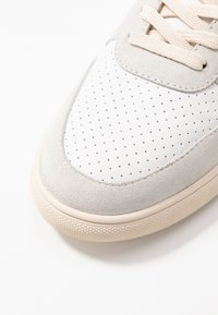 Clae - ALLEN - Trainers - white/navy/terry - 2