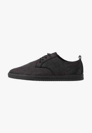 ELLINGTON  - Volnočasové šněrovací boty - black