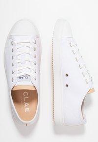 Clae - HERBIE - Trainers - white - 1