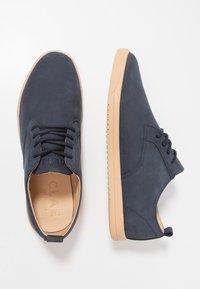 Clae - ELLINGTON - Zapatos con cordones - deep navy/natural - 1