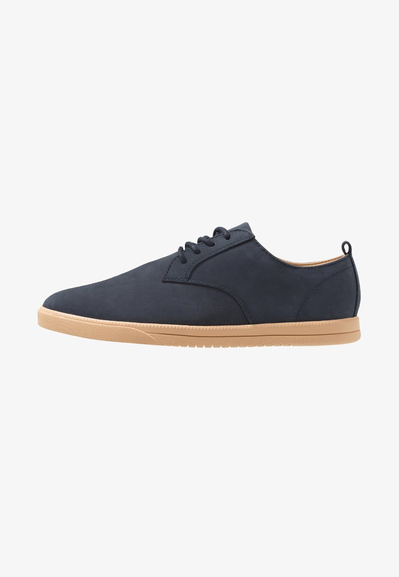 Clae - ELLINGTON - Zapatos con cordones - deep navy/natural