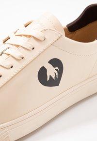 Clae - BRADLEY PETITES LUXURES - Sneaker low - ecru - 5