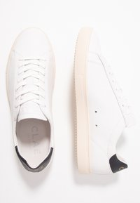 Clae - BRADLEY - Trainers - white/navy gold - 1