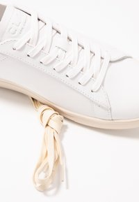 Clae - BRADLEY - Trainers - white/navy gold - 5