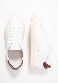 Clae - BRADLEY - Trainers - white/merlot gold - 1