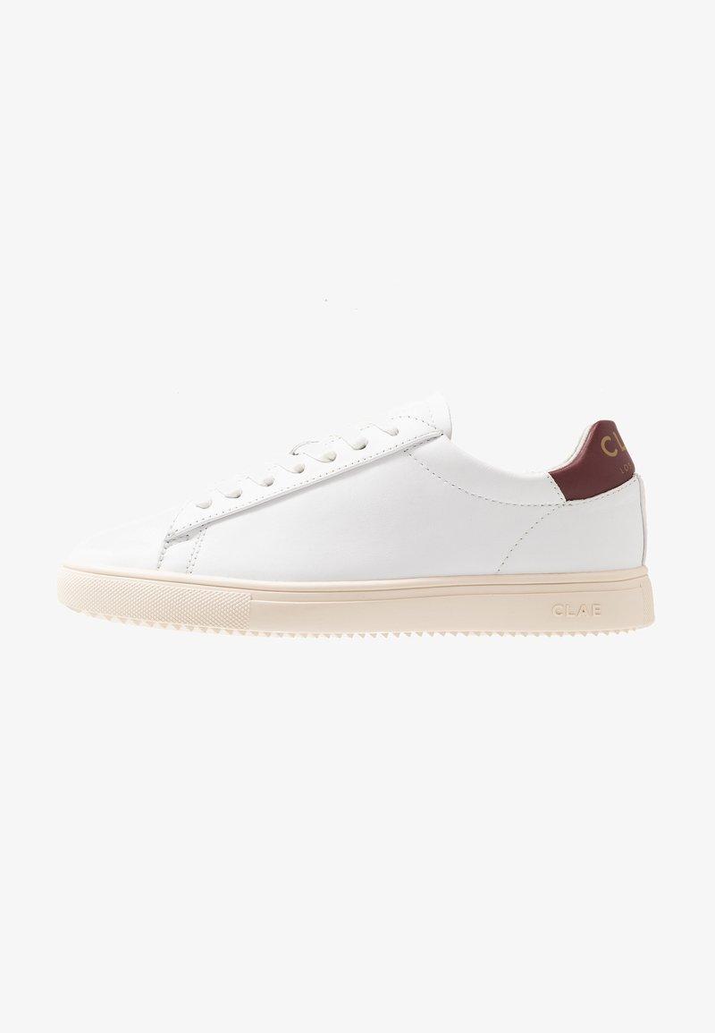 Clae - BRADLEY - Sneaker low - white/merlot gold